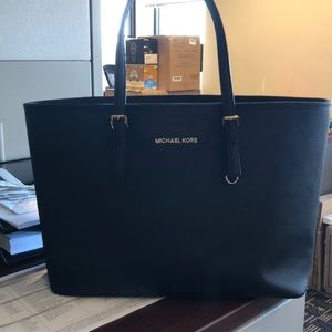 Michael Kors tote (perfect condition)